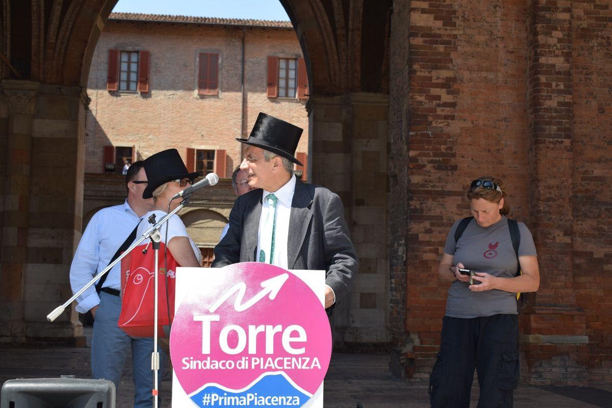 comizio di Torre Sindaco in Piazza Cavalli a Piacenza